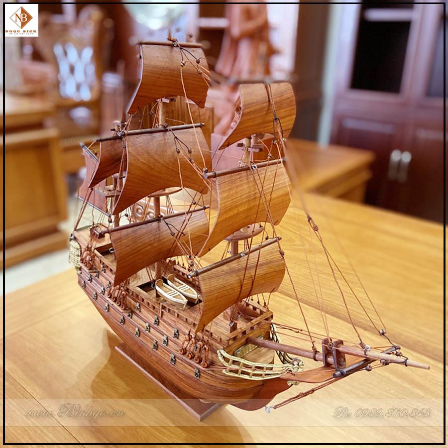 Thuyền gỗ hương để trên bàn làm việc, kích thước: Rộng 40cm x Cao 60cm